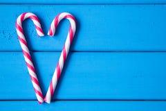 Hjärta som göras från julgodisen Förälskelse är lite varstans oss Royaltyfri Foto