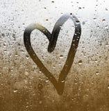 Hjärta som målas på exponeringsglas Arkivfoton