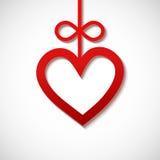 hjärta som skivas från rött papper Arkivbilder