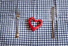 Hjärta som tjänas som på en tabell Fotografering för Bildbyråer