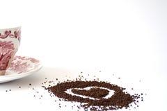 Hjärtaattraktion med te och en kopp Royaltyfri Bild