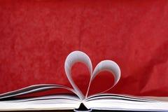 Hjärtaform av boksidor Arkivbild