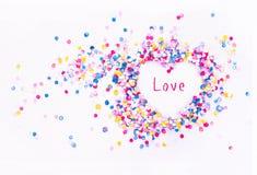 Hjärtaform i konfettier med prövkopiatext Fotografering för Bildbyråer