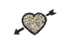 Hjärtaform och pil från blandningen av vita ris och svartris på vit bakgrund Royaltyfri Fotografi