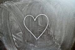 Hjärtaform på en svart tavla Royaltyfri Bild