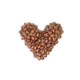 Hjärtaform som göras av kaffebönor Arkivbilder