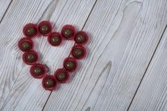 Hjärtaformbränd mandel för dag för valentin` s Royaltyfria Bilder
