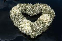 Hjärtaformbukett av blommor royaltyfria foton