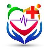 Hjärtaomsorg med hand-, hjärtslag- och folklogo Arkivbilder