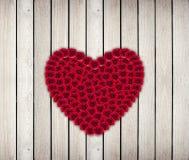 Hjärtaram från röd ros Arkivbild