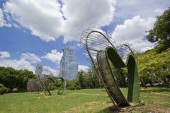 Hjärtaskulptur på Lumpini parkerar i Bangkok Royaltyfria Foton