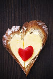 Hjärtasmörgåsen formar brödmat fotografering för bildbyråer