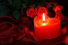 Hjärtastearinljus med den röda rosen Royaltyfria Bilder