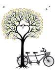 Hjärtaträd med fåglar och cykeln, vektor Royaltyfri Foto
