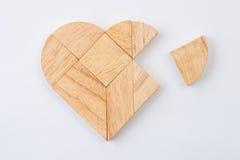 Hjärtaversion av tangramen, en gjord traditionell lek för kinesiskt pussel Royaltyfri Bild