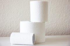 hjärtegod man för softness för Toalett-papper hushållhygien Arkivfoton