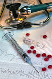 Hjärtinfarkt - nöd- injektion av adrenalin royaltyfria bilder