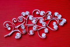Hjärtor av papper som quilling för valentin dag Arkivfoton