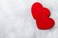 Hjärtor för förälskelse för bakgrund för utrymme för valentindagkopia röda Arkivbilder