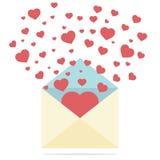 Hjärtor fördelade utvändig posts kuvert Arkivfoton