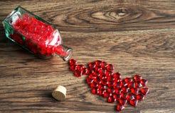 Hjärtor i en flaska royaltyfria bilder