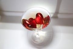 Hjärtor i ett martini exponeringsglas Royaltyfri Bild