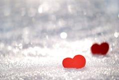 Hjärtor i snow arkivbild