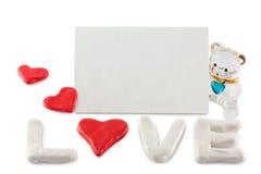 Hjärtor och pilbåge på en vitbakgrund arkivbilder