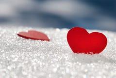Hjärtor på snow arkivbild