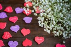 Hjärtor som ligger på en tabell 2 Royaltyfria Bilder