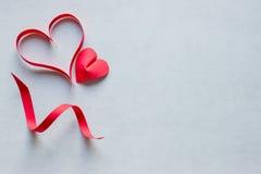 hjärtor två paper red Begrepp - förälskelse Royaltyfri Foto
