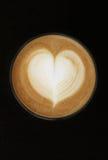 hjärta för kaffekoppen mjölkar form Royaltyfria Bilder