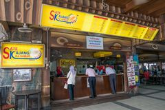 HJ Samuri es el restaurante satay famoso en la ciudad de Kajang y está situado apenas al lado de la estación del MRT fotos de archivo libres de regalías