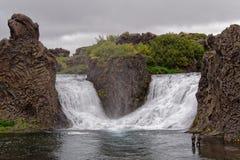 Hjalparfoss dubbele waterval in IJsland Stock Foto's