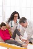hjälpmedel som förbinder för fotsjukhus för doktor den första tålmodign Fotografering för Bildbyråer