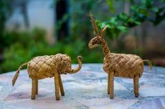 Hjort- och elefantgräsdocka royaltyfri fotografi
