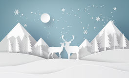 Hjortar i skog med snö Arkivfoton