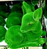 Hjortleksakdess som göras av gräs royaltyfri foto