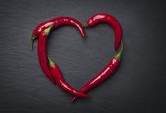 Hjärta för peppar för röd chili för valentin dag Arkivfoton
