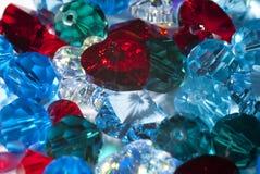 Hjärta på mycket små glass pärlor Royaltyfri Fotografi