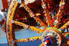 Hjul av den traditionella sicilian vagnen royaltyfria foton