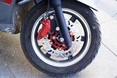 Hjul av en motorcyle Arkivbilder