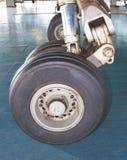 Hjul av flygplan Arkivfoton
