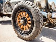 Hjul av LaFrankrike för retro bil en amerikansk Tourer 1917 år Arkivbild