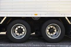 Hjul av lastbilen Arkivbild