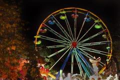 hjul för ferrisfunfairnatt Arkivbild