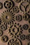 Hjul för Steampunk mekaniska kuggekugghjul på träbakgrund Arkivbilder