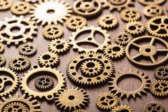 Hjul för Steampunk mekaniska kuggekugghjul på träbakgrund Royaltyfria Foton
