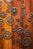 Hjul för Steampunk mekaniska kuggekugghjul på träbakgrund Arkivbild