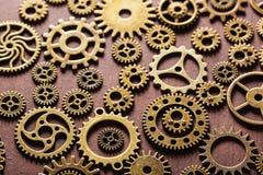 Hjul för Steampunk mekaniska kuggekugghjul på träbakgrund Royaltyfria Bilder